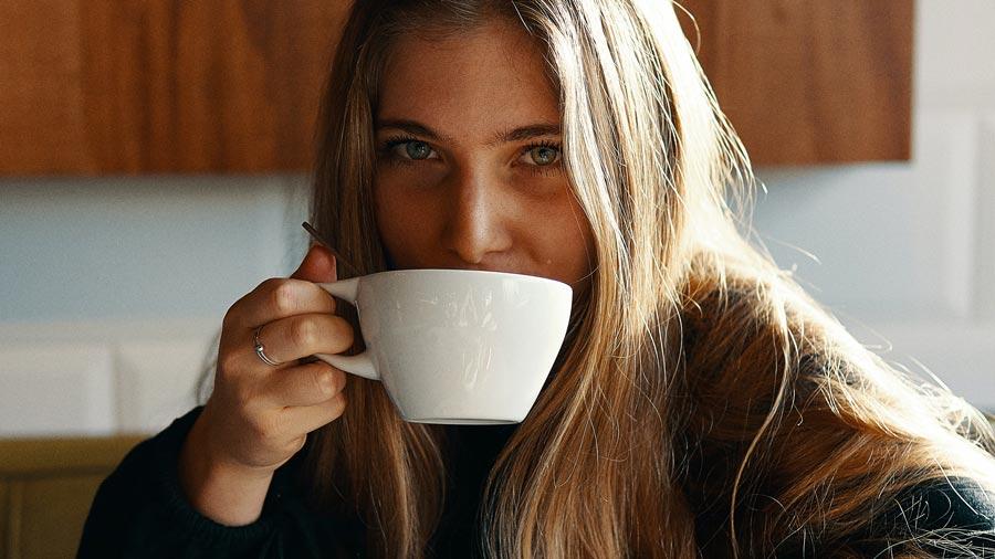 Kaffeewelt Zuhause (Foto: Gian Cescon/Unsplash)